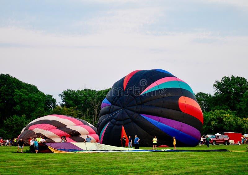 Ballons à air chauds étant gonflés avec l'air froid #9 photographie stock