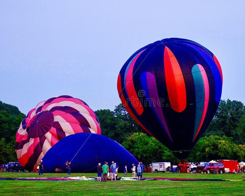 Ballons à air chauds étant gonflés avec l'air froid #5 photographie stock libre de droits