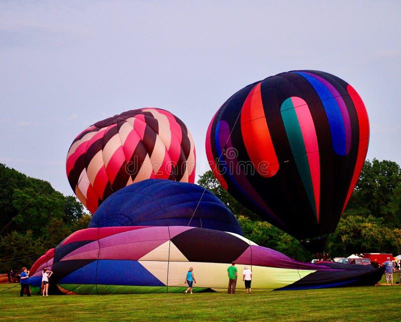 Ballons à air chauds étant gonflés avec l'air froid #6 photos stock