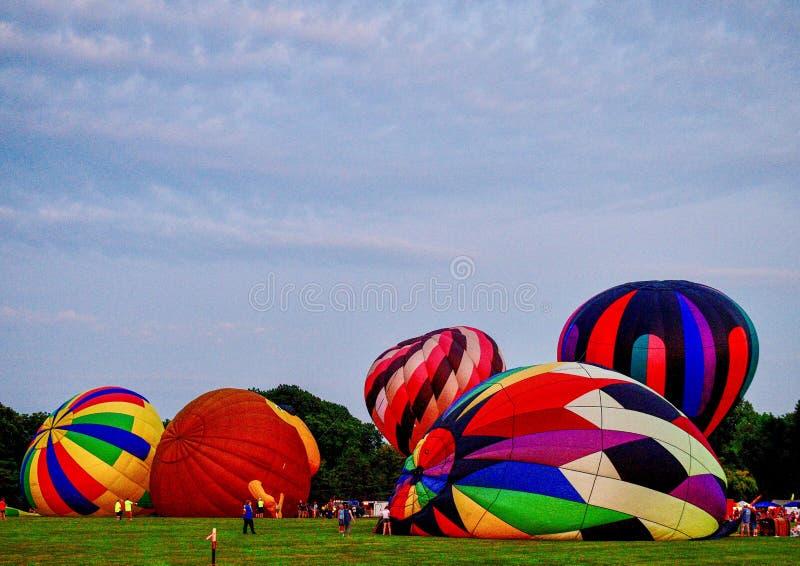 Ballons à air chauds étant gonflés avec l'air froid #7 image libre de droits