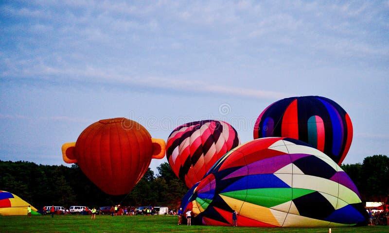 Ballons à air chauds étant gonflés avec l'air froid #8 photographie stock libre de droits