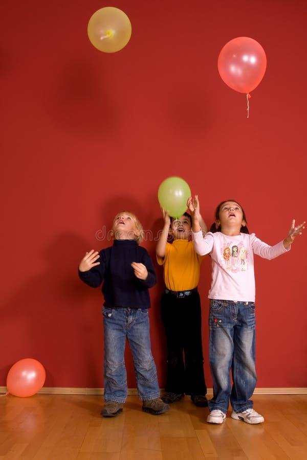 ballons παιχνίδι παιδιών στοκ εικόνες