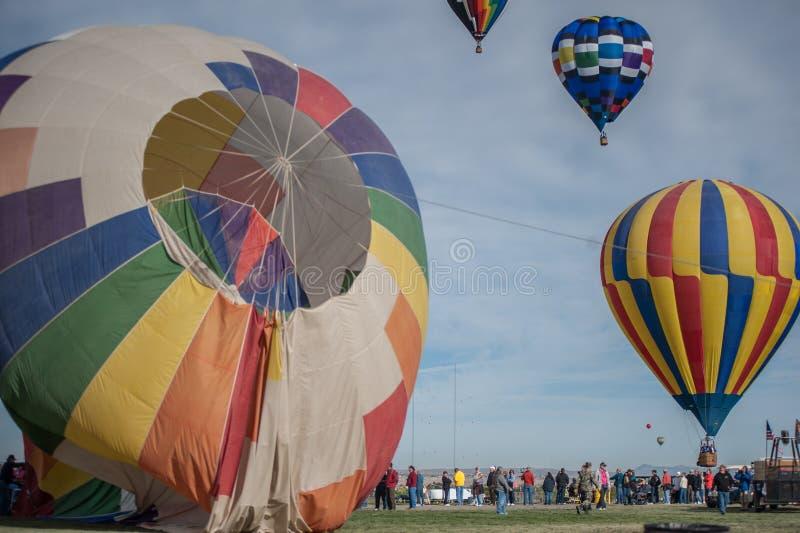 Ballons bij een ballonfestival royalty-vrije stock afbeeldingen