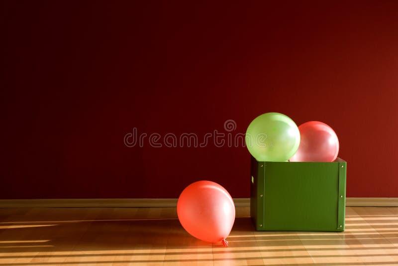 Ballons dans le cadre vert photographie stock