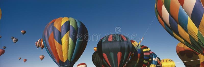 Ballons die in het Festival van de Ballon van Albuquerque vliegen stock foto