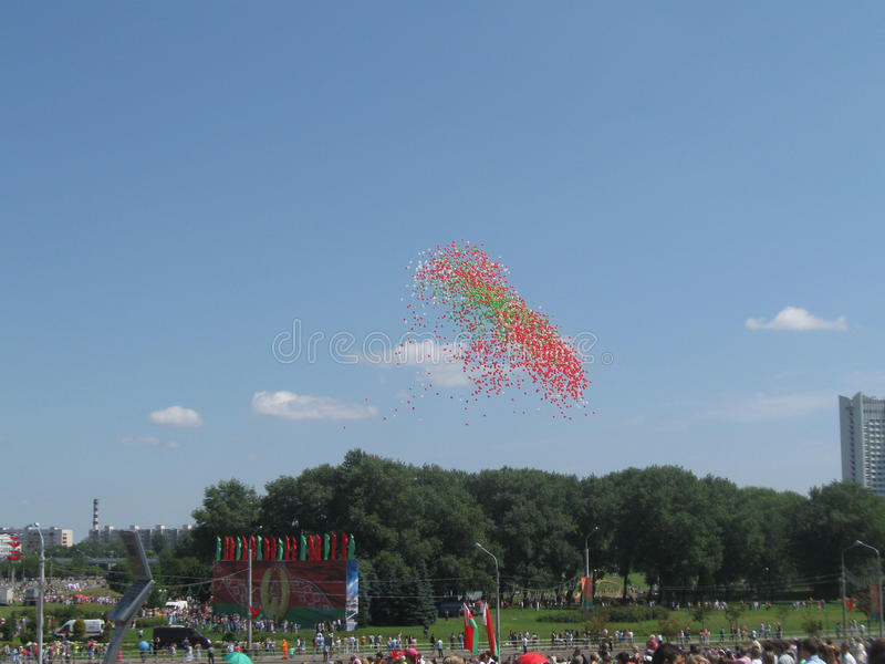 Ballons i himlen royaltyfri fotografi