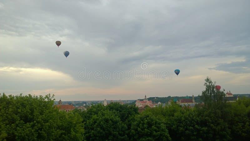 Ballons over Vilnius royalty-vrije stock afbeeldingen