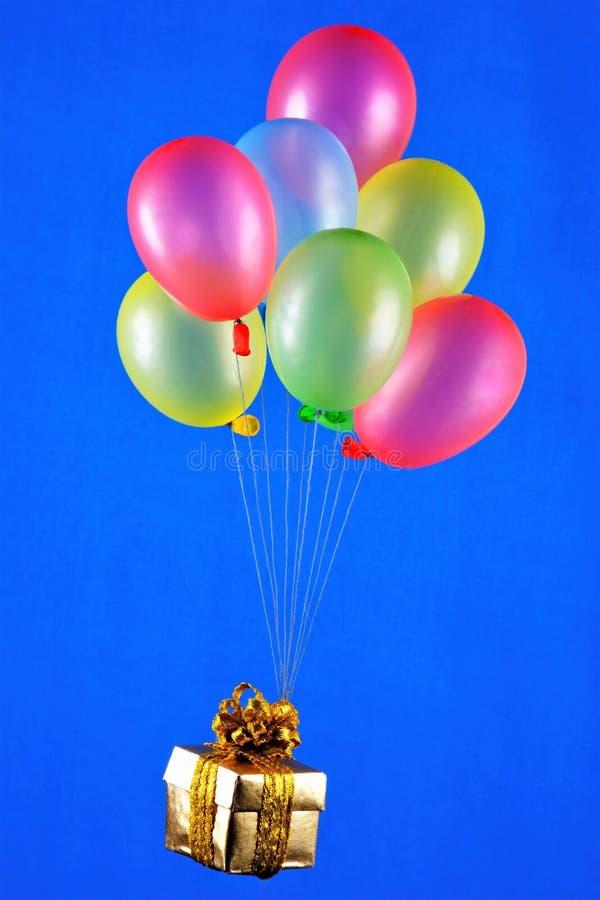 Ballons sind bunt und geschenk Die Farben Grün, Gelb, Rot, Blau - Latex mit Luft oder Helium befeuchtet, haben die Fähigkeit, stockbild