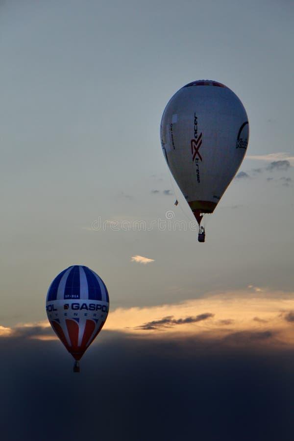 Ballons sur le ciel photo libre de droits
