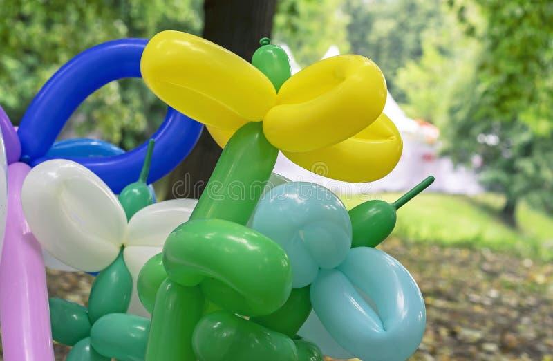 Ballons voor het verdraaien van en de modellering van diverse cijfers Lange ballons voor het verdraaien stock afbeeldingen