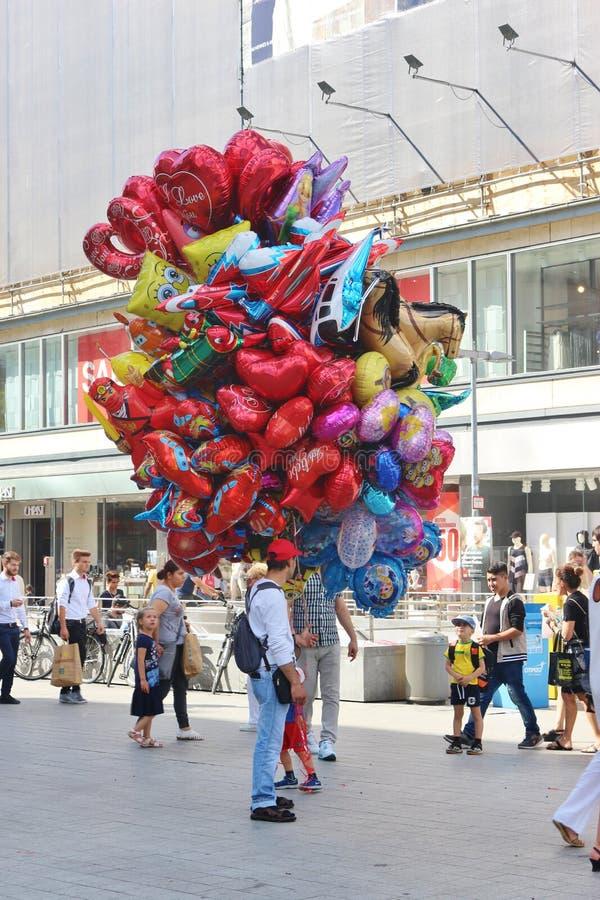 Ballonverkoper in Hanover, Duitsland royalty-vrije stock afbeelding