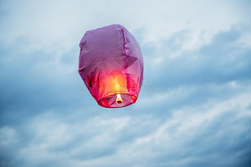 Balloon fire Sky lantern flying lanterns, hot-air balloons Lantern flies up highly in the sky. Balloon fire flying lanterns, hot-air balloons Lantern flies up royalty free stock image