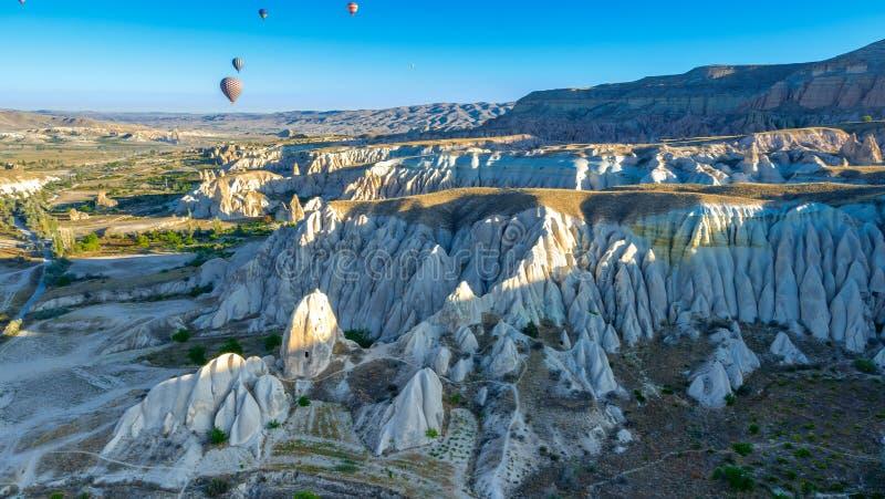 Ballooning à l'air chaud dans les Canyons de Cappadoce image libre de droits