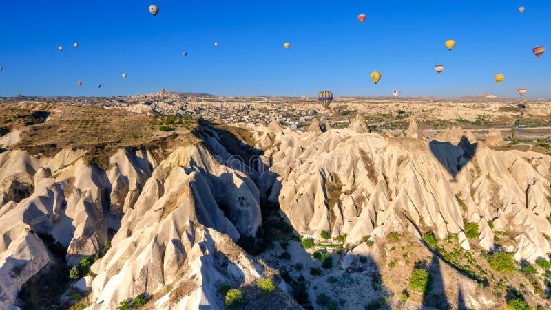 Ballooning à l'air chaud dans les Canyons de Cappadoce images libres de droits