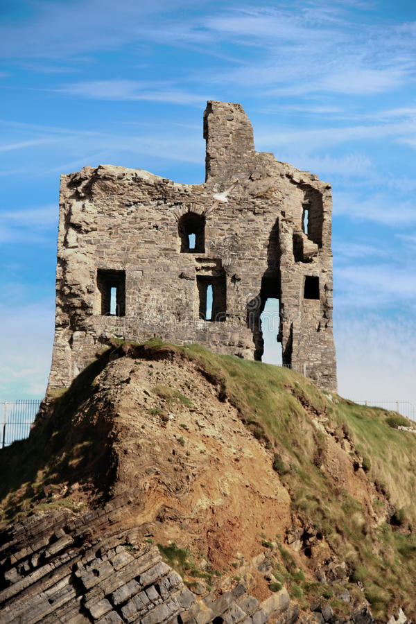 Ballybunion castle ruin on a beautiful rock face stock images