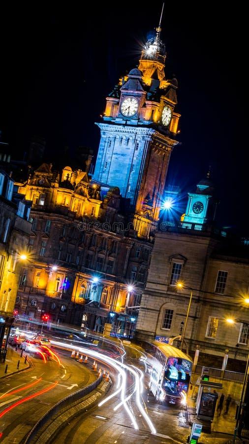 Balmoralhotel Edinburgh bij nacht stock fotografie