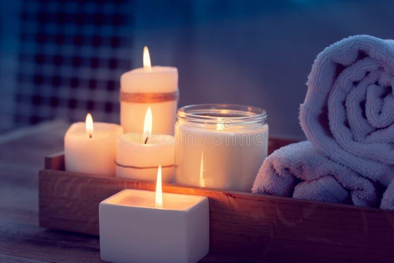 Balneario con las velas fotografía de archivo libre de regalías