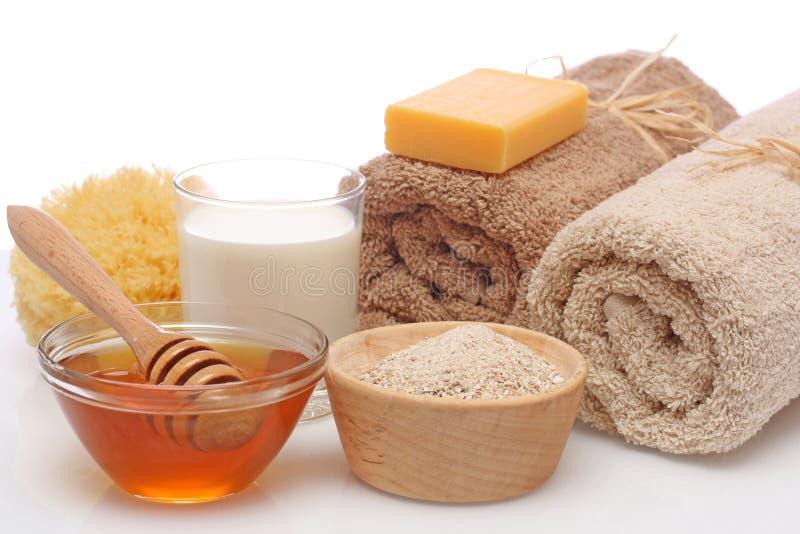 Balneario de la harina de avena, de la leche y de la miel imagen de archivo libre de regalías
