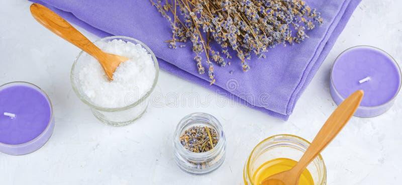 balneario de la lavanda fijado con la sal del mar del nd de la miel, bandera del balneario imágenes de archivo libres de regalías