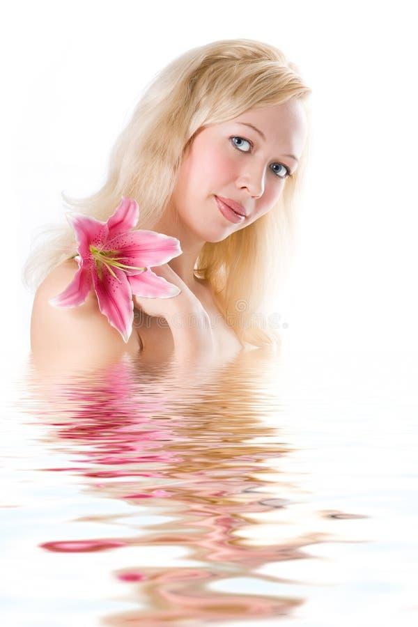 Balneario del blonde de la belleza fotos de archivo