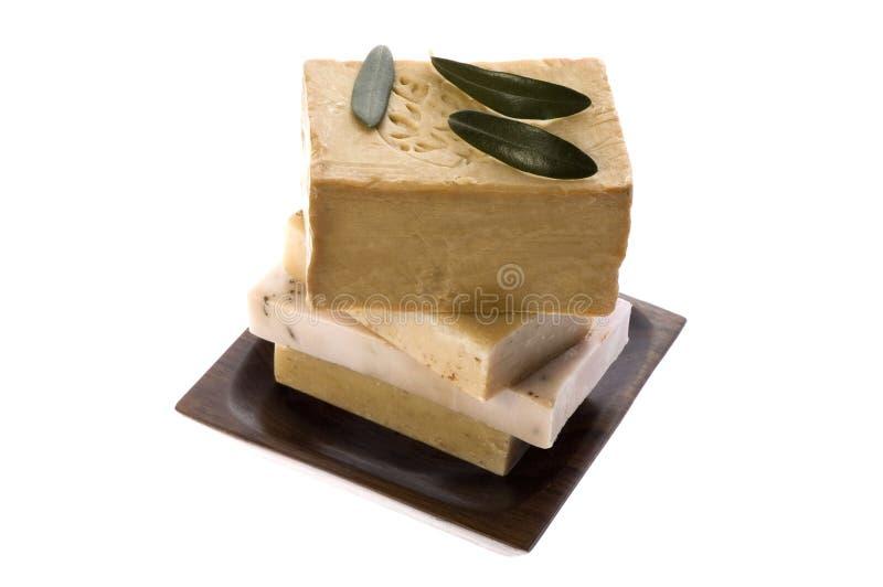 Balneario. jabones y hojas naturales de la aceituna fotos de archivo