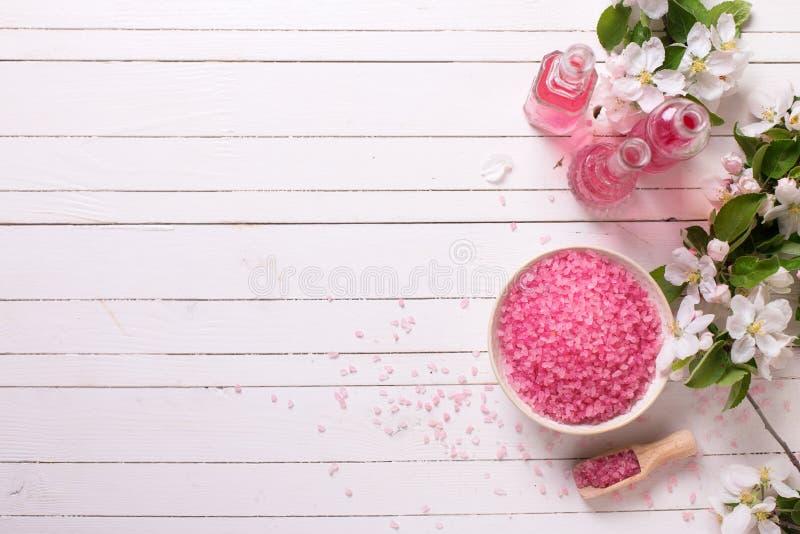 Balneario o ajuste de la salud en color rosado fotos de archivo