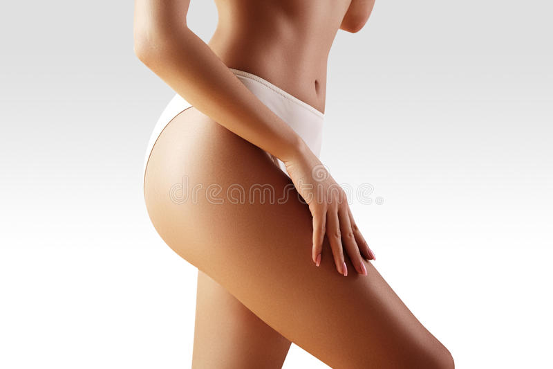 Balneario, salud Carrocería delgada sana Caderas atractivas hermosas Aptitud o cirugía plástica Nalgas perfectas sin celulitis imágenes de archivo libres de regalías