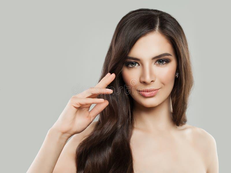 Balneario Woman modelo con el pelo y la piel sanos foto de archivo libre de regalías