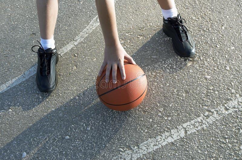 Baloncesto en la calle imagen de archivo libre de regalías