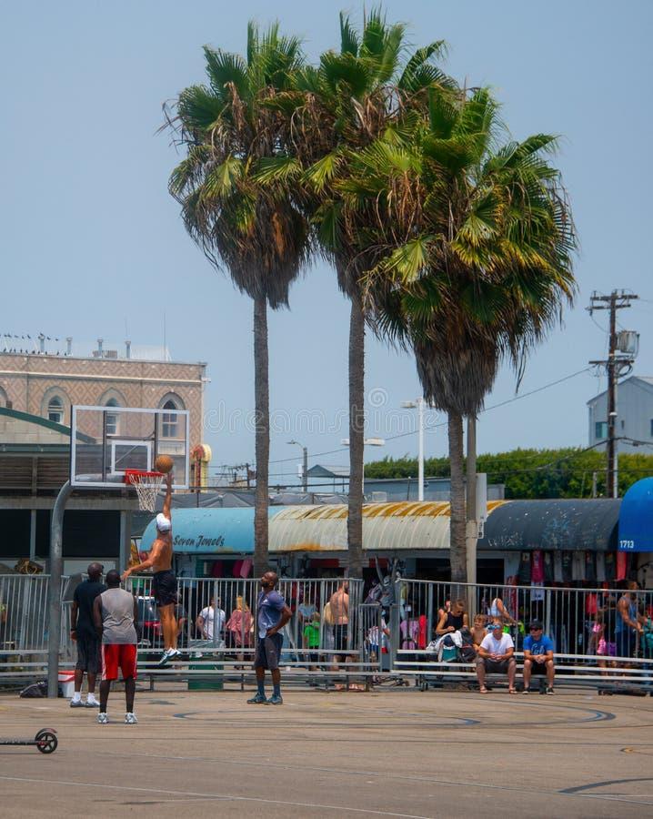 Baloncesto en la playa de Venecia imágenes de archivo libres de regalías