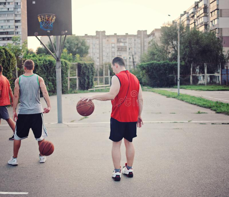 Baloncesto retro Baloncesto de los deportes Juego de pelota imagenes de archivo