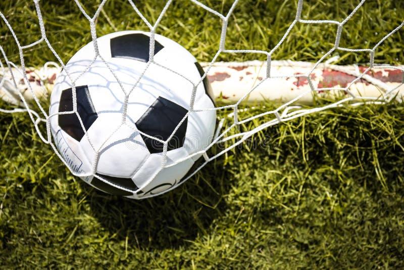 Balones de fútbol en la meta fotografía de archivo libre de regalías