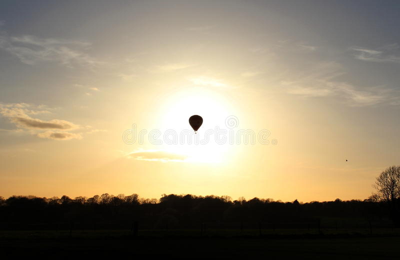 Balonowy Zaćmiewający słońce nad Somerset obrazy royalty free