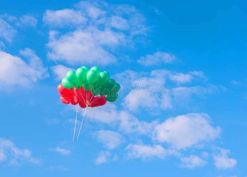 balony lata niebieskie niebo obraz royalty free
