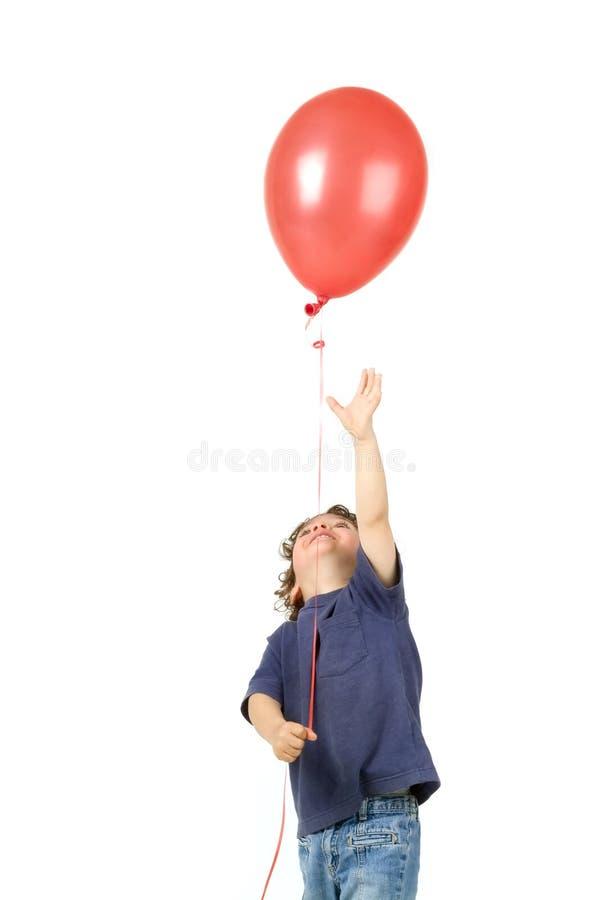 Baloon Rot des kleinen Jungen stockfoto