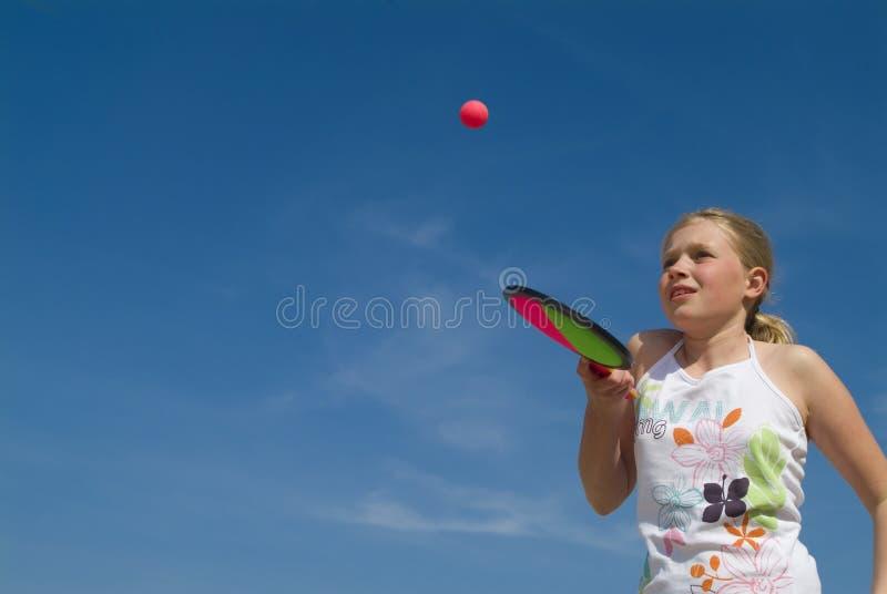balowej gry grają dziewczyny zdjęcie royalty free