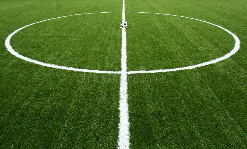 balowej gry kopnięcia piłki nożnej początek zdjęcie royalty free