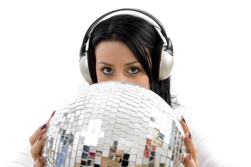 balowej przewożenie dyskoteki słuchająca muzyczna kobieta obrazy royalty free