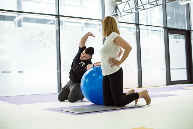 Balowy trening w gym zdjęcia stock
