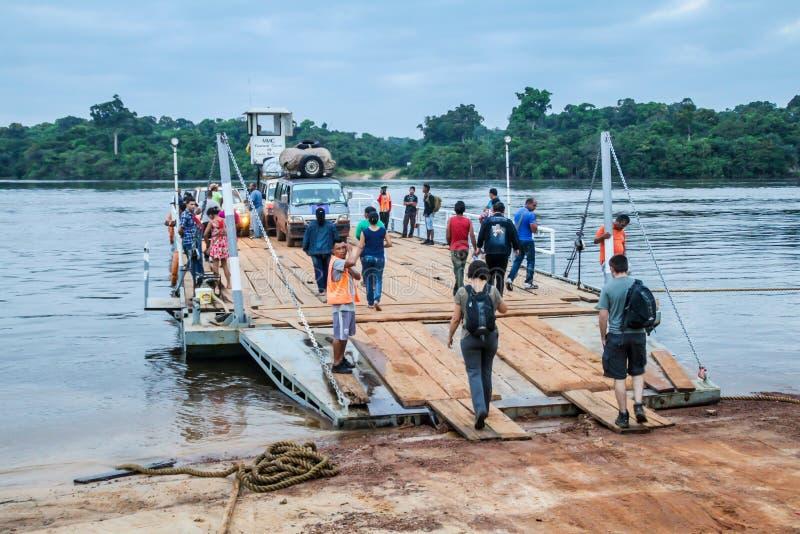 Balsa através do rio de Essequibo fotos de stock royalty free