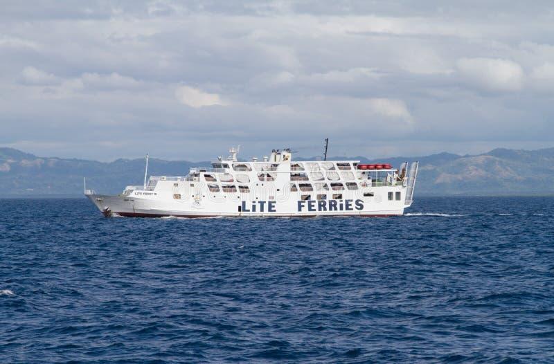 Balsa branca fora da ilha de Bohol, Filipinas fotografia de stock
