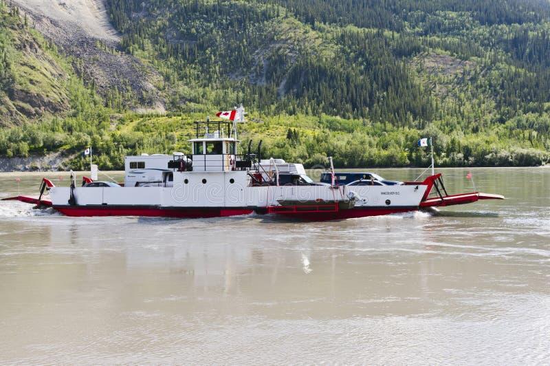 Balsa de Dawson City no Rio Yukon imagens de stock