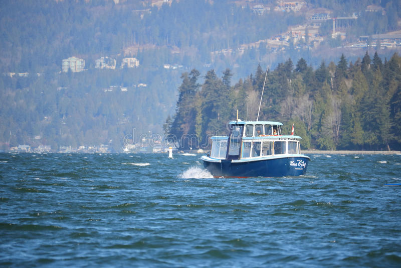 Balsa de False Creek que transporta passageiros fotografia de stock