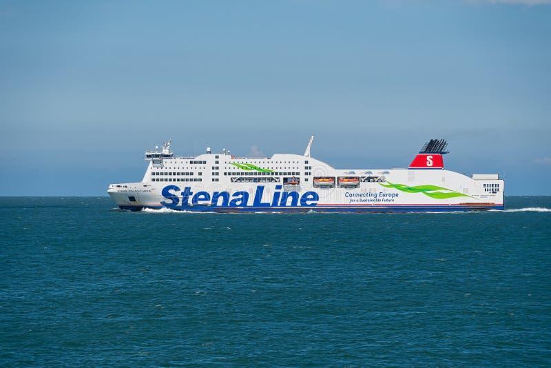 A balsa de StenaLine apenas partiu Holyhead em sua maneira a Dublin imagem de stock