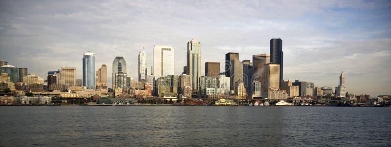 Balsa do centro de Seattle Piers Dock Waterfront Elliott Bay fotografia de stock royalty free