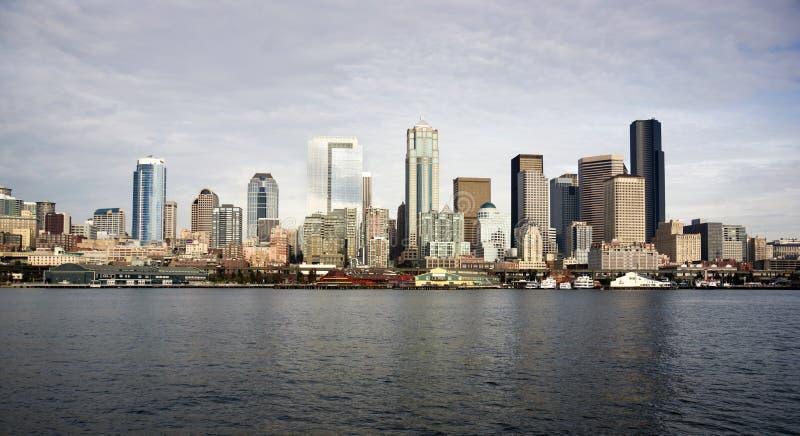 Balsa do centro de Seattle Piers Dock Waterfront Elliott Bay foto de stock