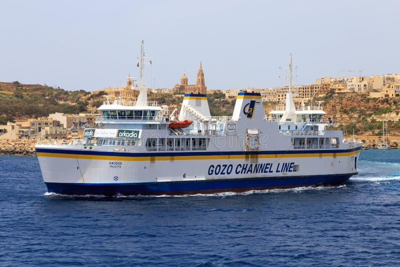 Balsa entre Gozo e Mala fotos de stock