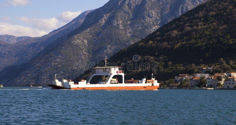 Balsa na baía de Boka Kotor fotografia de stock