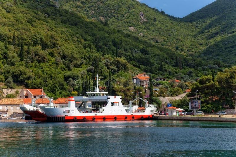 Balsa na baía de Kotor imagens de stock royalty free