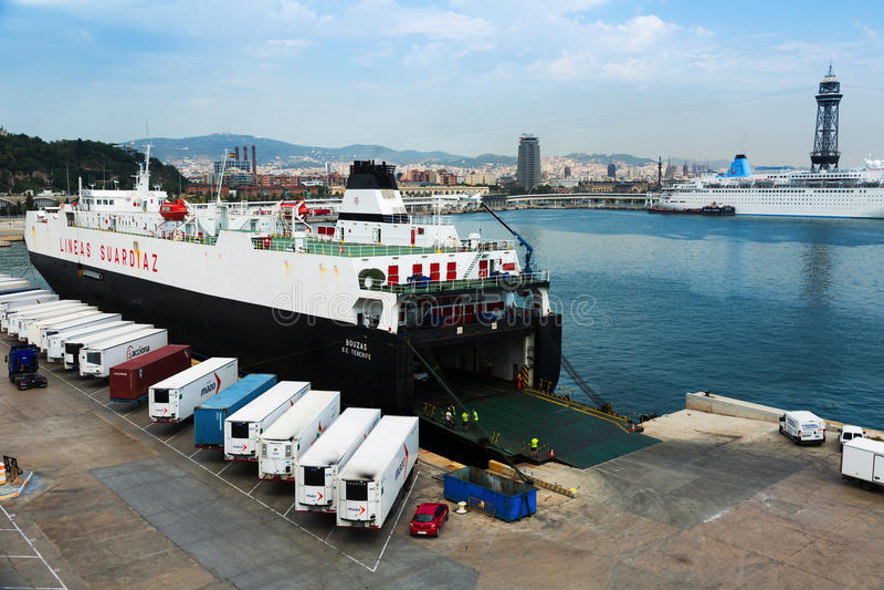 Balsa no porto Vell Barcelona fotografia de stock royalty free